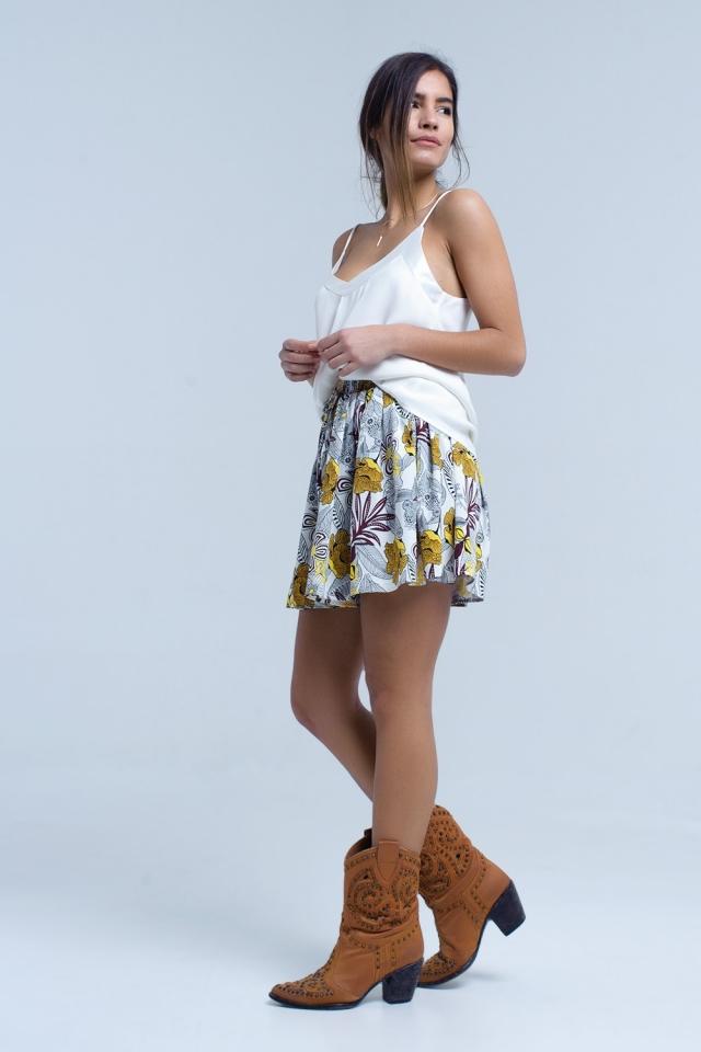 Mini falda pantalon amarillo con estampado floral