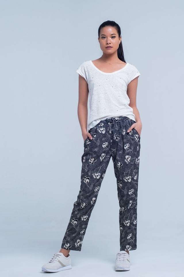 Pantalones negros con estampado floral