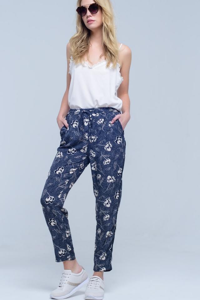 Pantalón azul marino con estampado floral