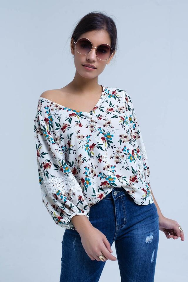Blusa color crema con estampado floral