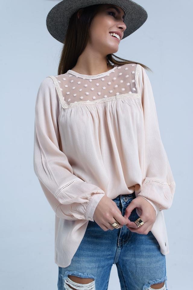 Blusa rosa con detalle de aplique en contraste