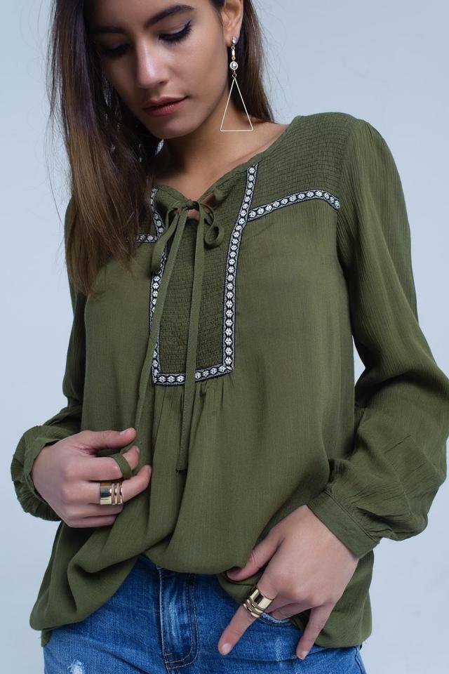 Blusa verde con adorno bordados