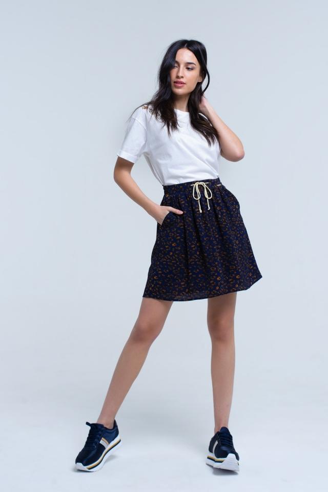 Minifalda estampada azul con ribete en contraste