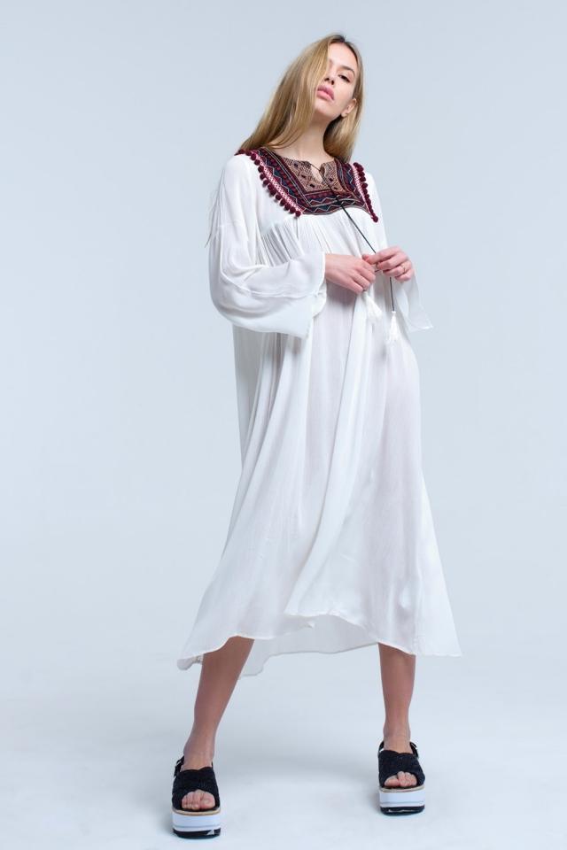 Vestido midi blanco con borlas y detalle bordado