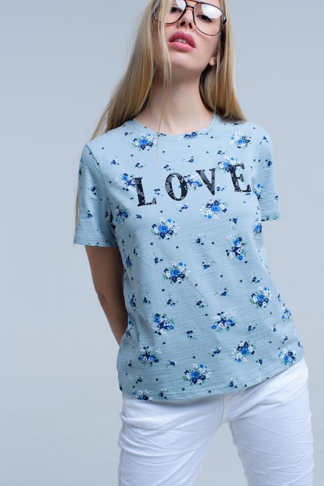 Camiseta azul de flores con logo