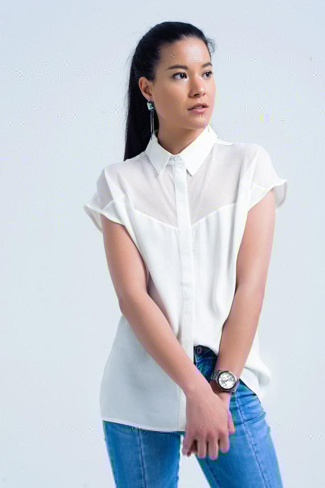 Camisa blanca con detalle de rejilla