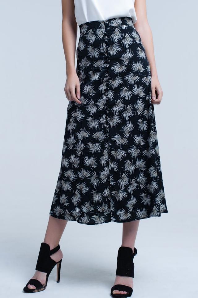 Falda negra midi con detalle de botones y estampado de hojas