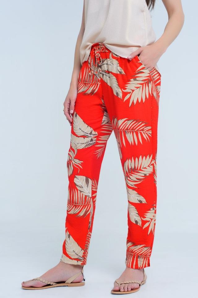 Pantalon rojo con estampado de hojas
