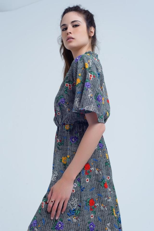 Vestido mini con abertura y flores de colores impresas