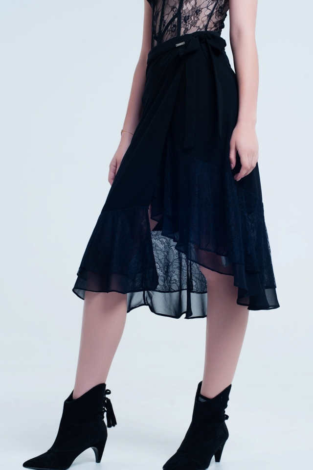 Falda negra con encaje y volantes