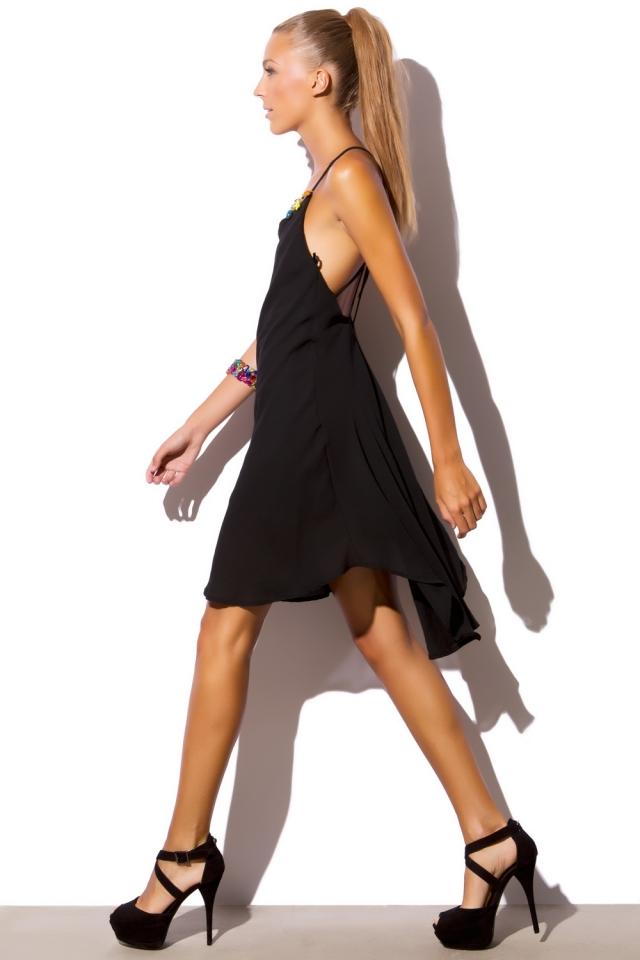 Vestido negro con espalda en V