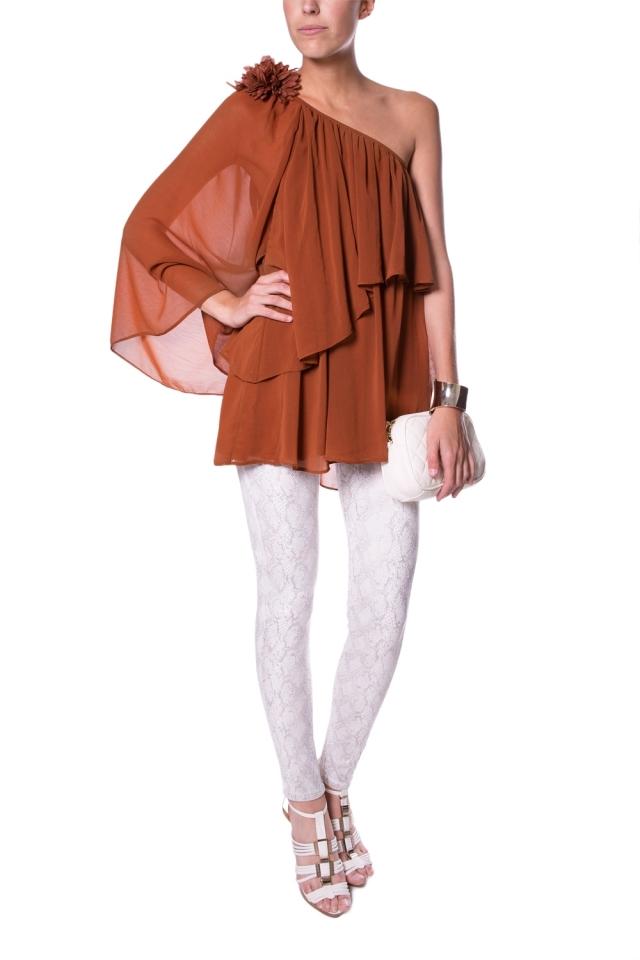 Una túnica con un hombro