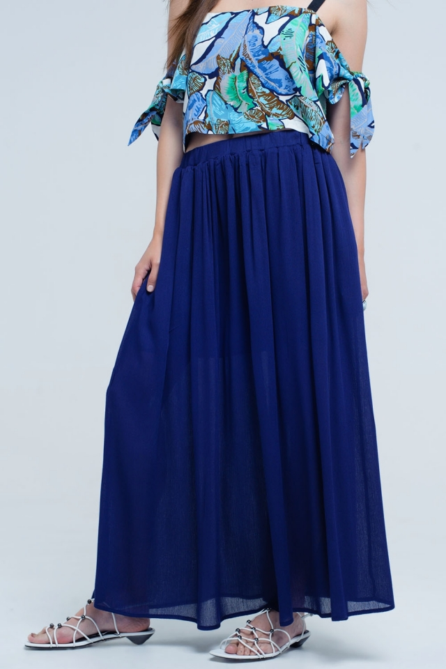 Falda azul marino con bolsillos
