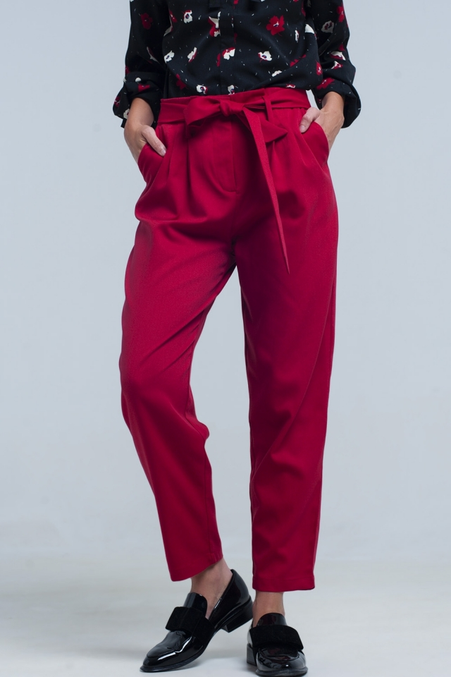 Pantalon rojo de cintura alta con cinturon