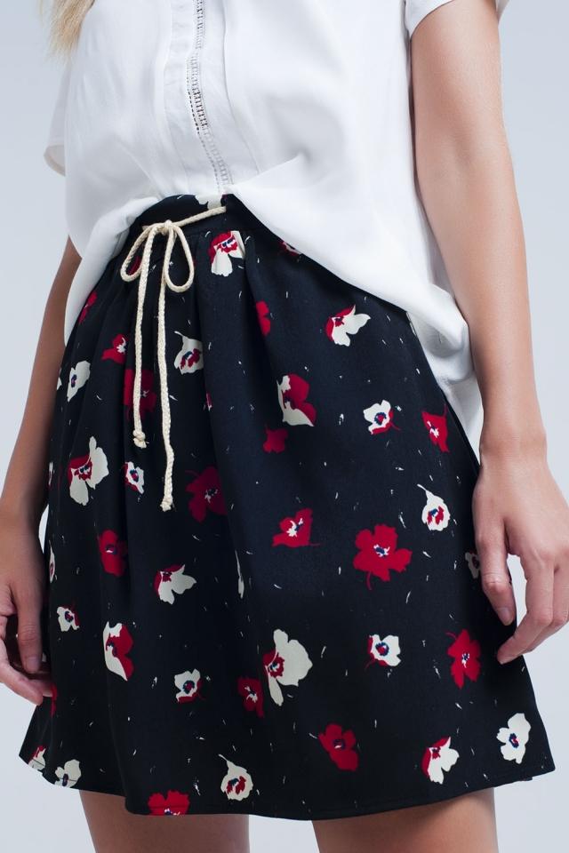 Mini falda negra con estampado de flores
