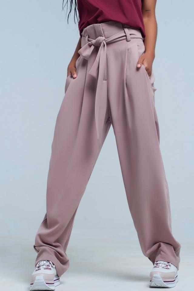 pantalon rosa ancho de cintura alta con lazo
