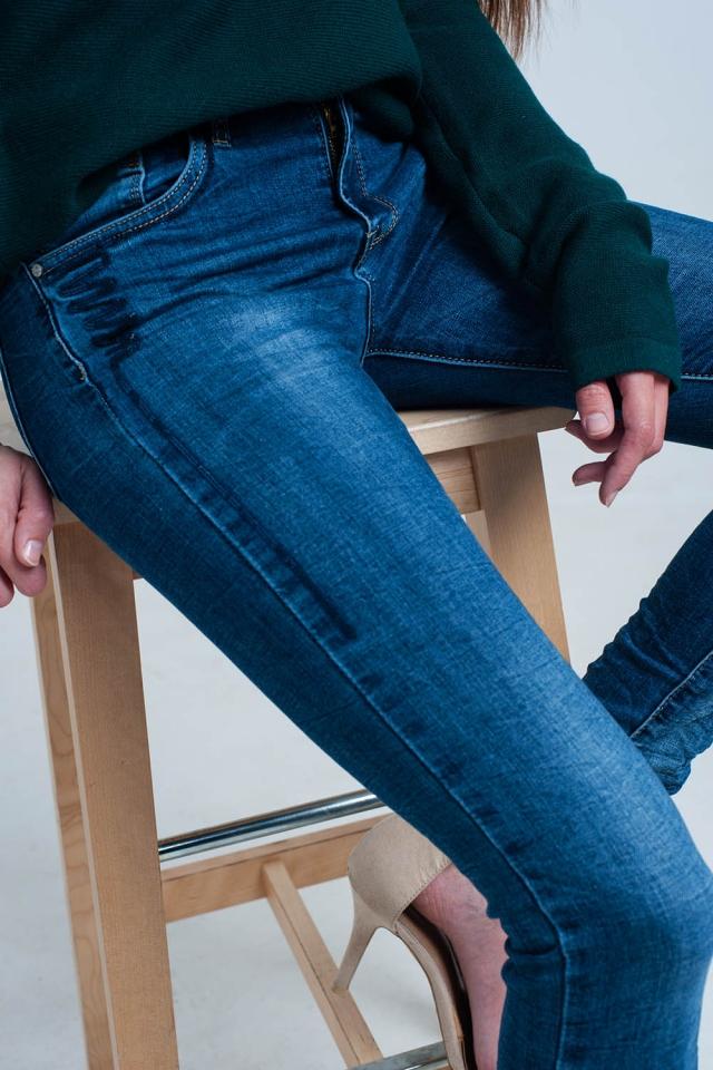 Jeans arrugados con lentejuelas