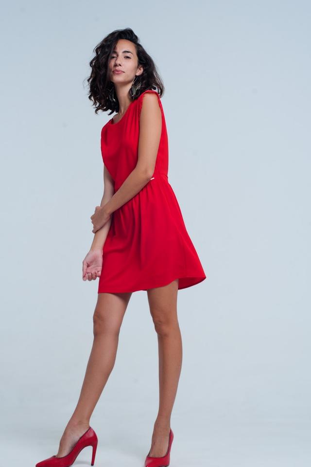 Vestido rojo con escote espalda y detallas de puntilla