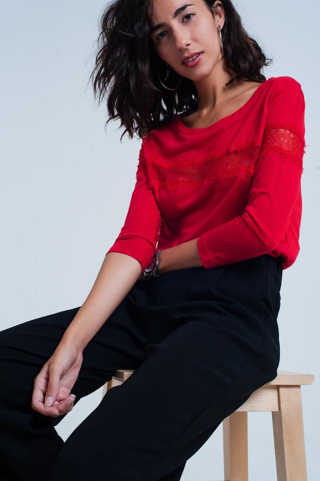 Camiseta roja manga 3/4 con detalle de encaje de puntilla