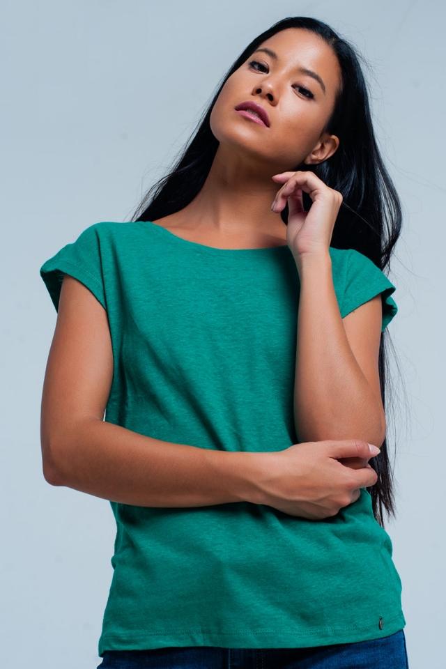 Camiseta verde con escote redondo