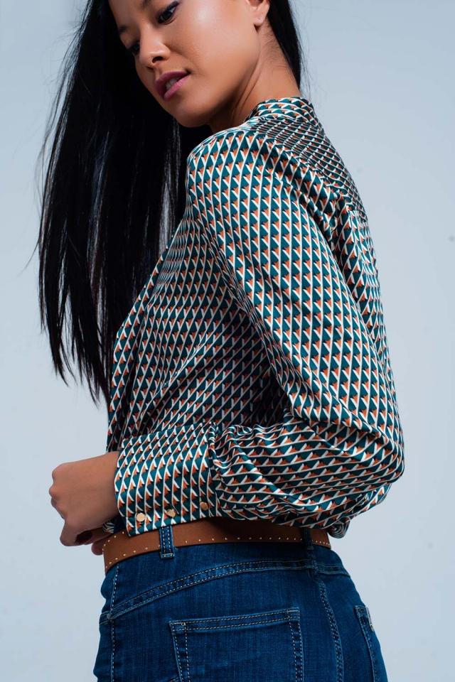 Blusa estampada geométrica verde con lazo en el frente