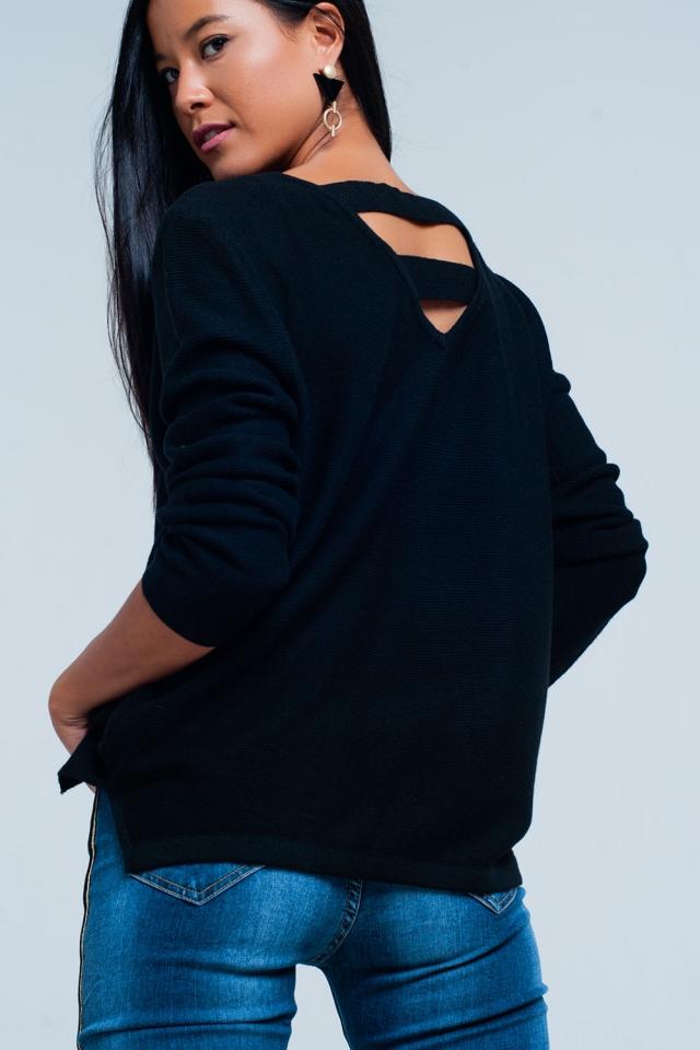 Sueter negro con tiras en la espalda