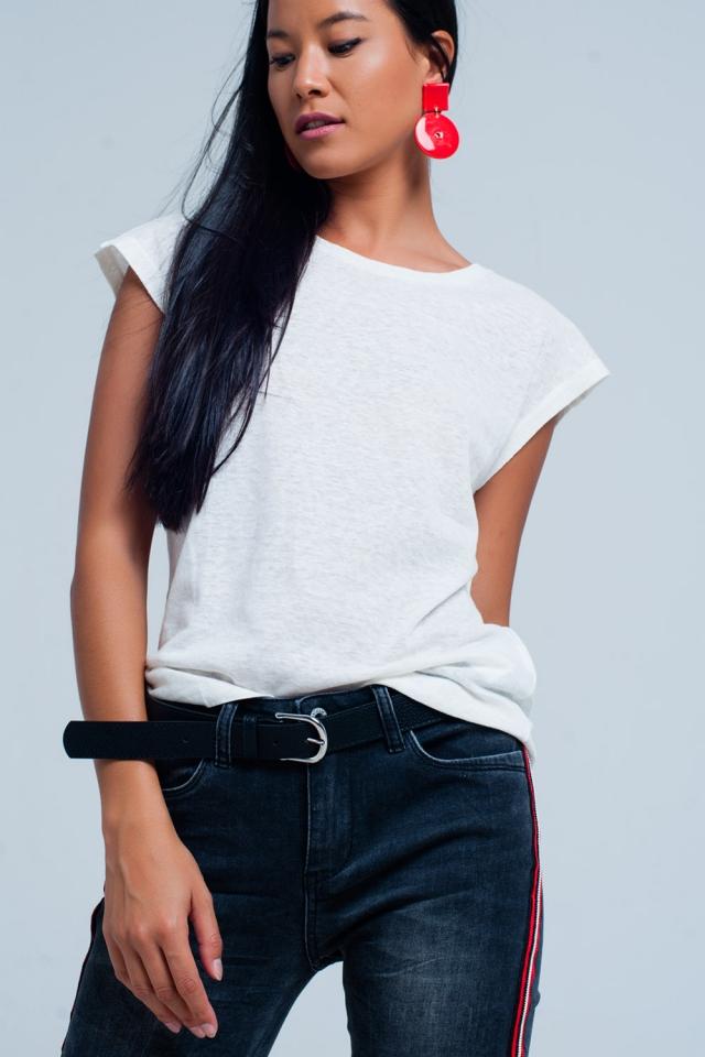 Camiseta blanca con escote redondo