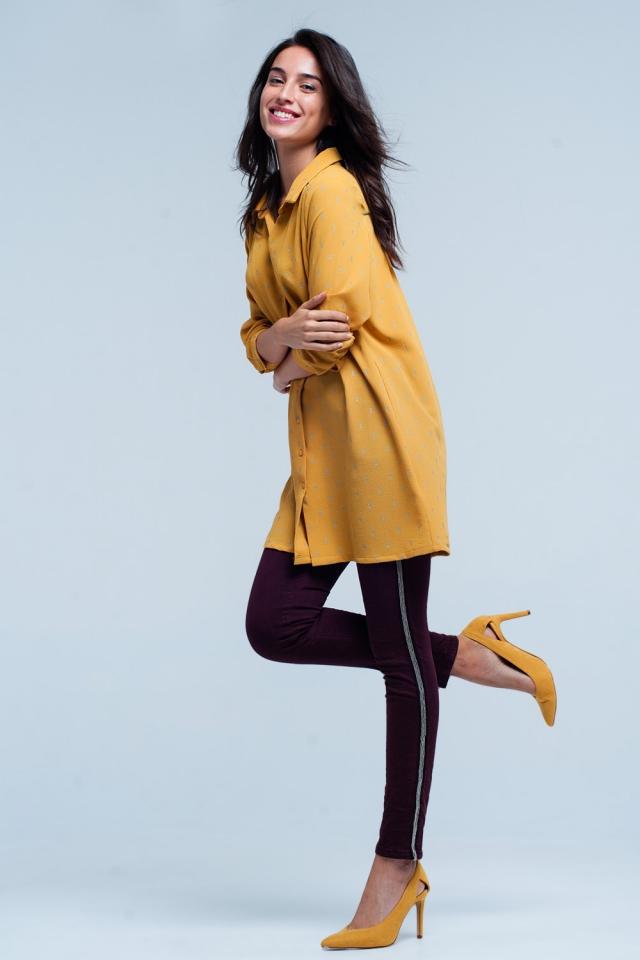 Camisa larga en mustard con estampado plateado