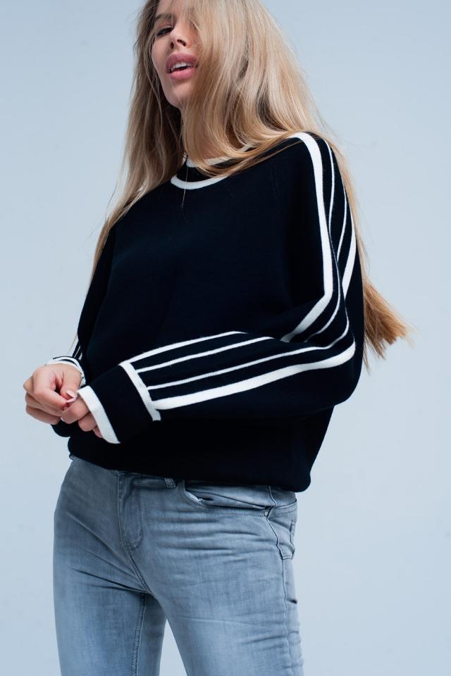Suéter Negro con mangas de rayas