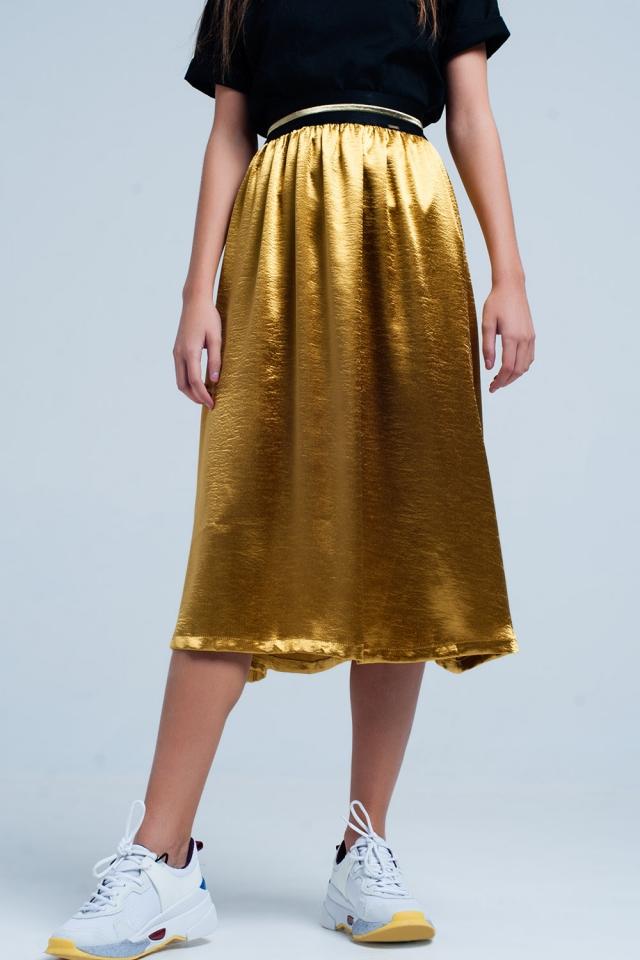 Falda midi satinada dorada con cintura elástica