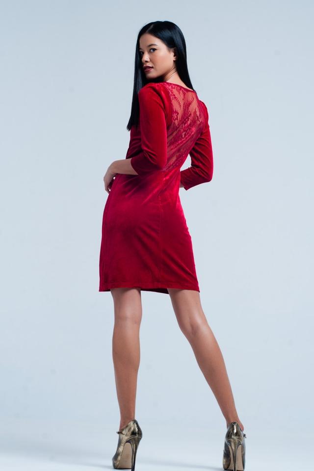 Mini vestido de terciopelo rojo con espalda abierta