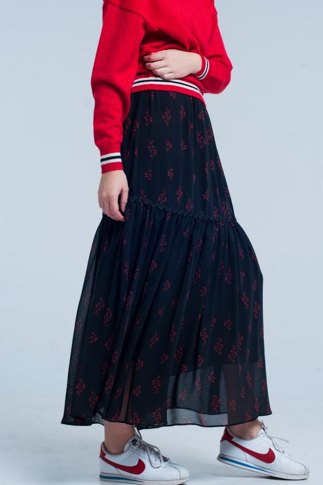 Falda larga negra con estampado floral