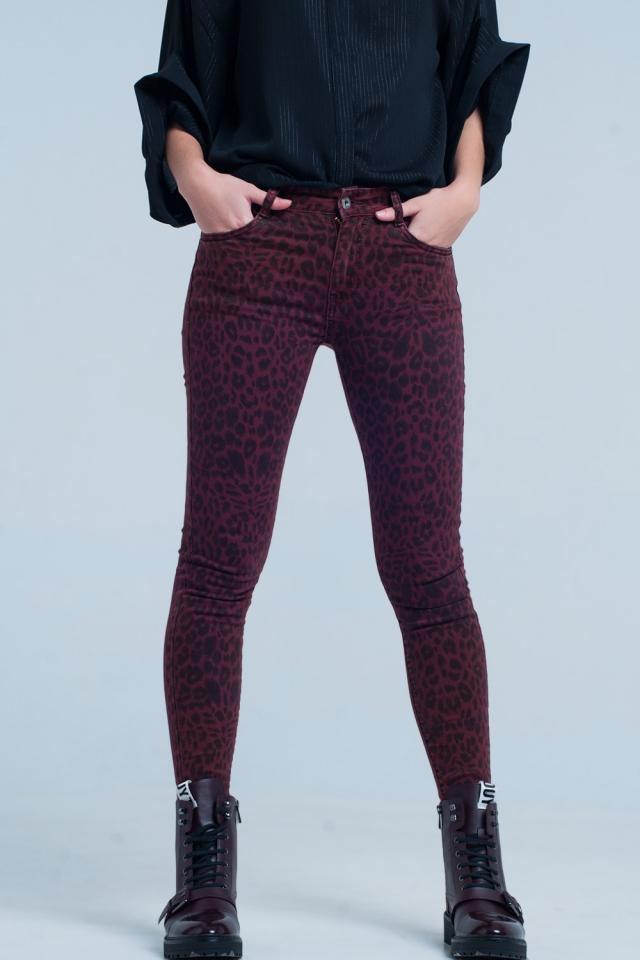 Pantalones pitillo rojos en estampado de leopardo