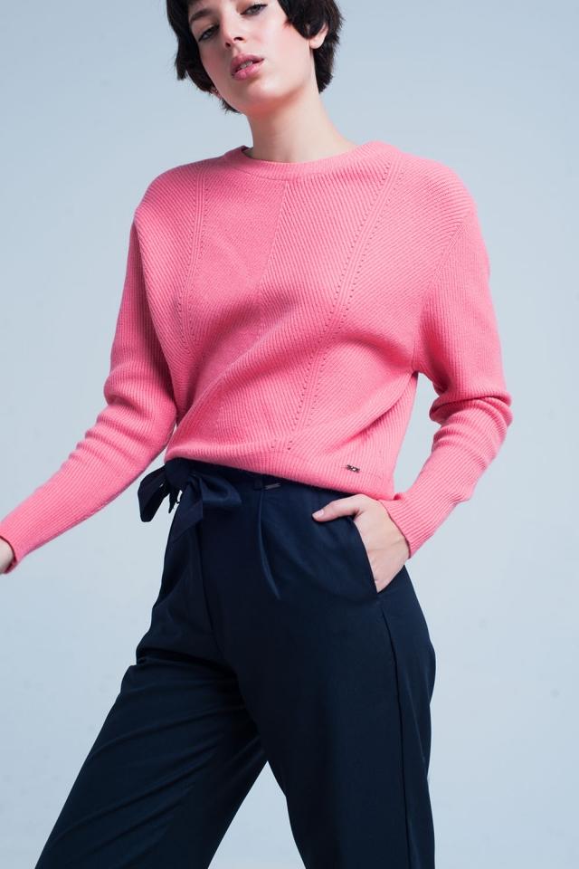 Sueter rosa con cuello redondo motivo a rayado
