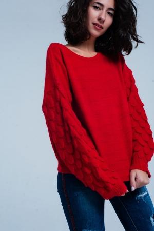 Suéter rojo con textura en las mangas