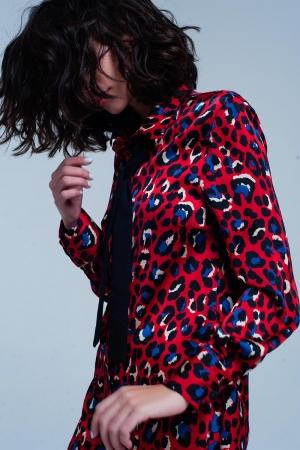 Vestido rojo en estampado de leopardo