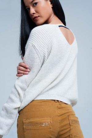 Suéter blanco con detalle de espalda abierta