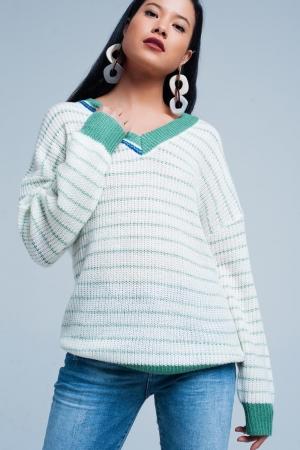 Suéter de rayas verdes con cuello de pico
