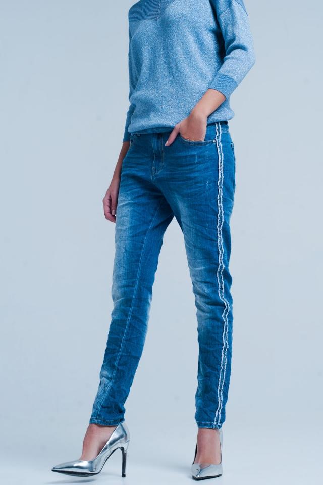 Jeans Azul con raya lateral deshilachada