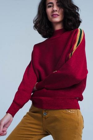 Suéter con cuello alto con brillo granate con rayas laterales