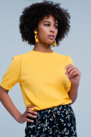 Jersey amarillo de manga corta con detalle en las costuras