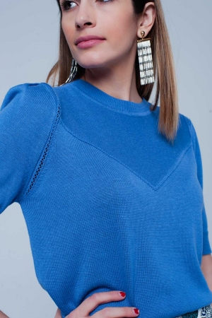 Jersey azul de manga corta con detalle en las costuras
