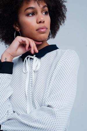 Blusa en Blanco con cuello y mangas en contraste