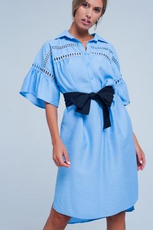Vestido azul con detalles de crochet y con cinturon