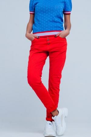 Vaqueros color rojo estilo Boyfriend de talle bajo y botones