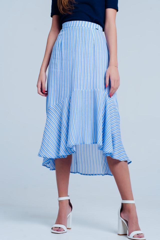 Falda azul midi con bajo asimétrico y rayas