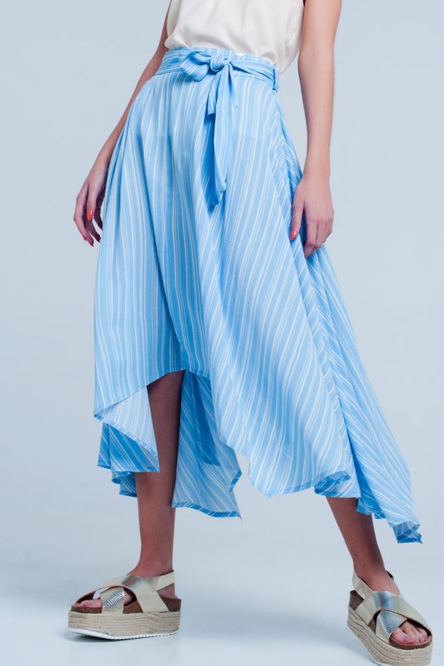 Falda azul midi a rayas con detalle anudado