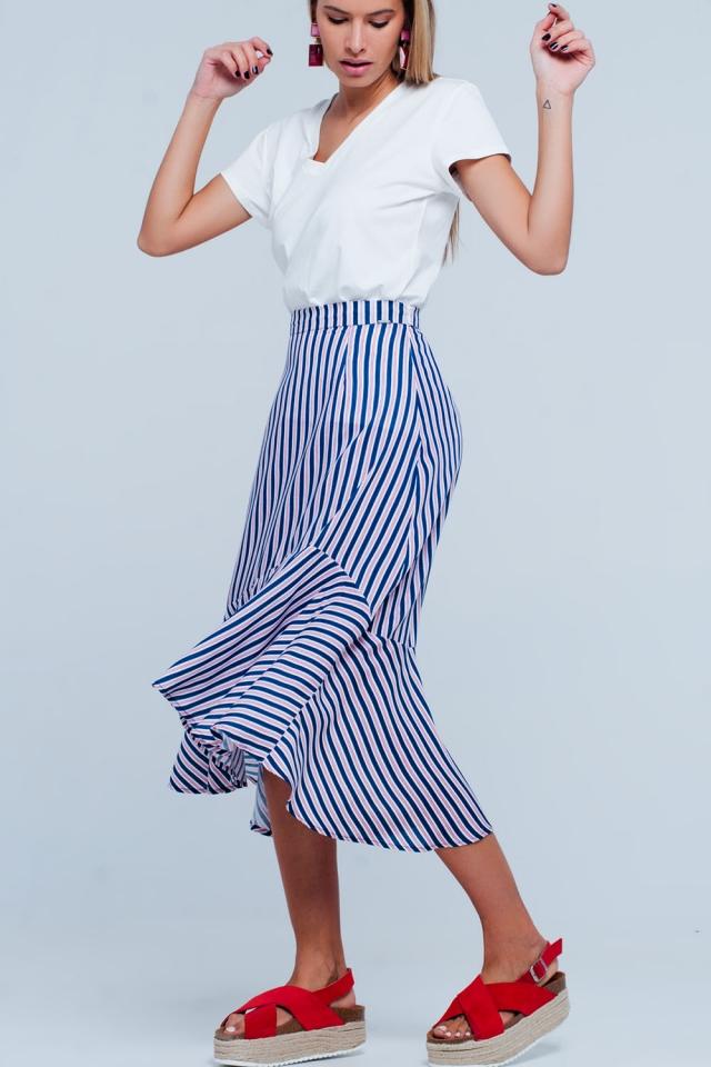 Falda azul marino midi con bajo asimétrico y rayas