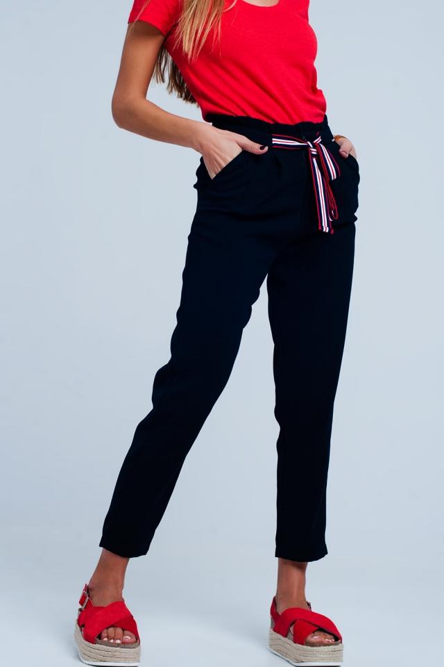 Pantalón marino con cintura paperbag y lazo en la parte delantera de la cintura