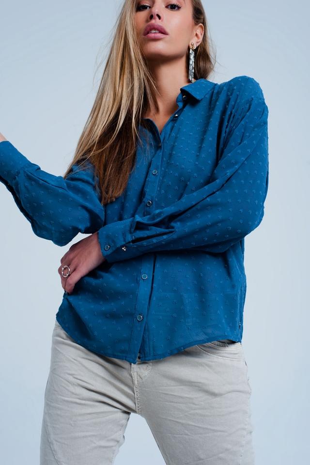 Camisa azul relax con transparencias y sutiles lunares